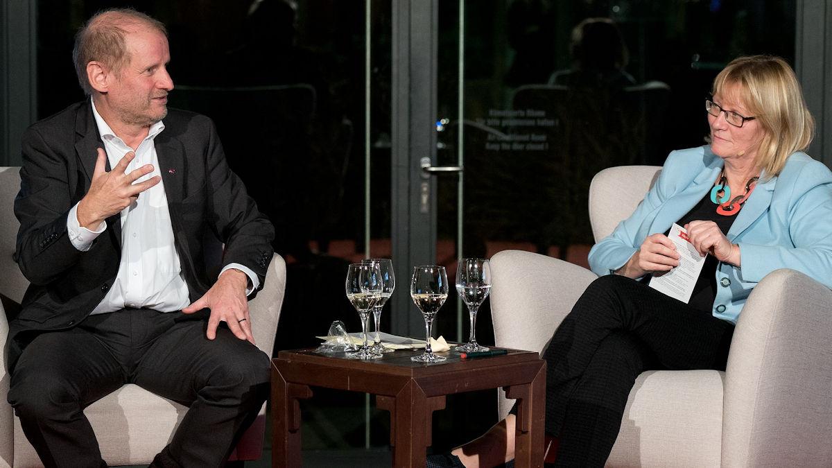 Pirmin Spiegel im Gespräch mit Karin Kortmann: Der MISEREOR-Hauptgeschäftsführer war am 22. November zu Gast bei der Deutschen Gesellschaft für Internationale Zusammenarbeit (GIZ) Copyright: GIZ Repräsentanz Berlin.