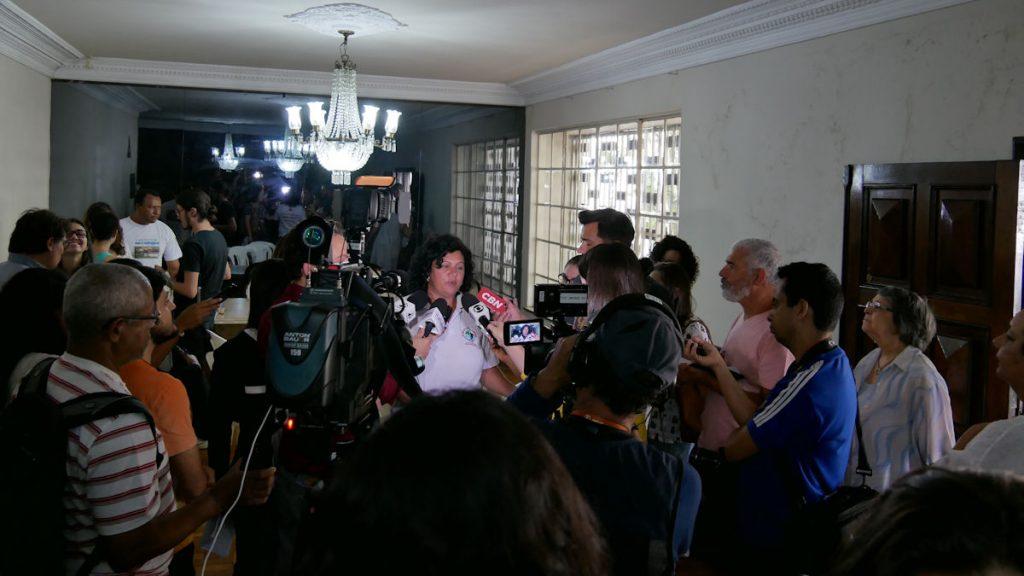 """Maria do Carmo bei einer Pressekonferenz in Belo Horizonte. Damit das """"Verbrechen von Mariana"""" nicht in Vergessenheit gerät, nimmt sie viele Termine wahr. © Christina Weise"""