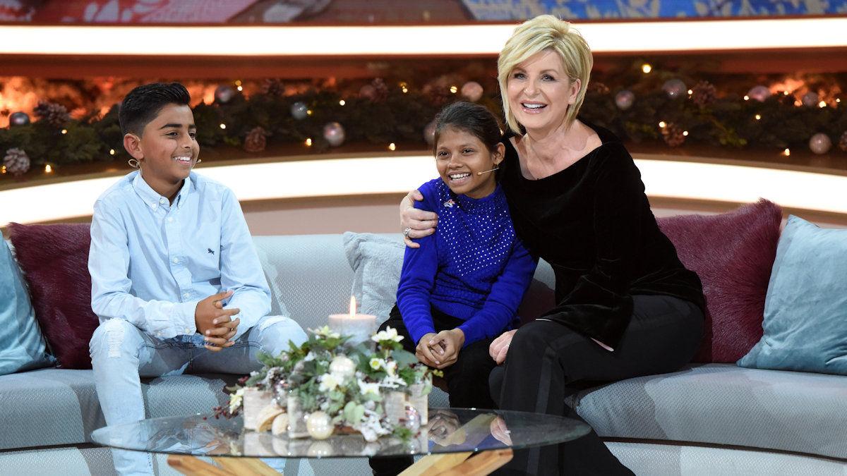 Carmen Nebel mit ihren kleinen Gästen auf der Talk-Couch