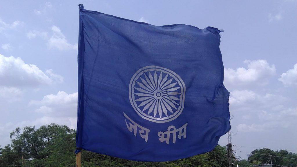 "Das Wort ""Jay Bhim auf einer Flagge @ Sandesh Hiwale, Marathi Wikipedian from Maharashtra."