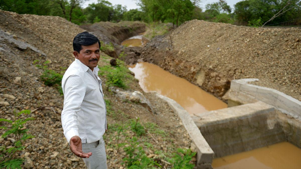 Dorfvorsteher von Barhanpur Balasaheb Yadav weiß: Zugang zu Wasser bedeutet Lebensqualität, vor allem für die von Dürre geplagten Bauern seines Dorfes© Kopp/MISEREOR.