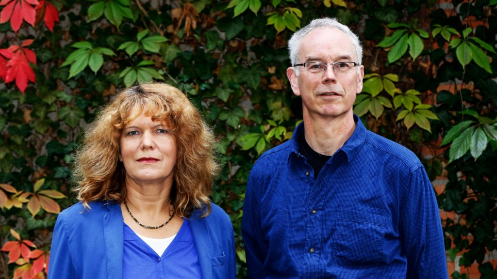 """Ein Jahr lang Klimaneutral leben: Petra Pinzler, Redakteurin der Wochenzeitung """"Die Zeit"""", und ihr Mann Günther Wessel haben mit ihren beiden Kindern ausprobiert, wie gut das im Alltag funktioniert. Foto: Dirk Hasskarl"""