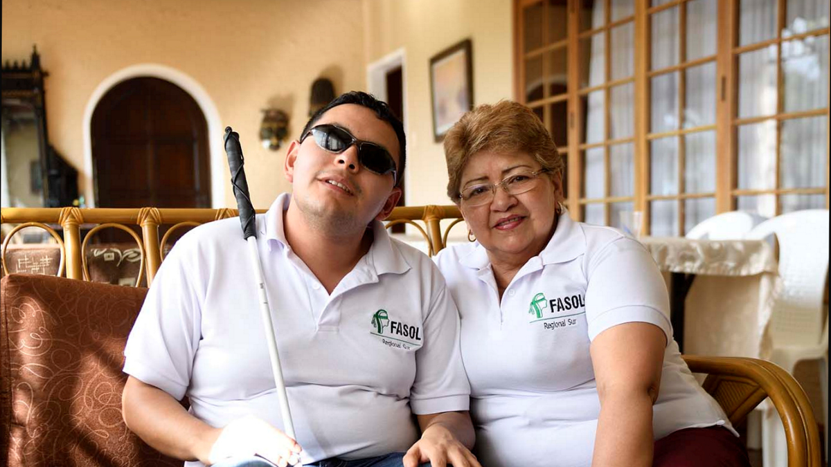Esteban Munar (23 Jahre, Jurastudent) und Mutter Teresa Caicedo (69), Frau bzw. Sohn eines Opfers Florian Kopp/MISEREOR