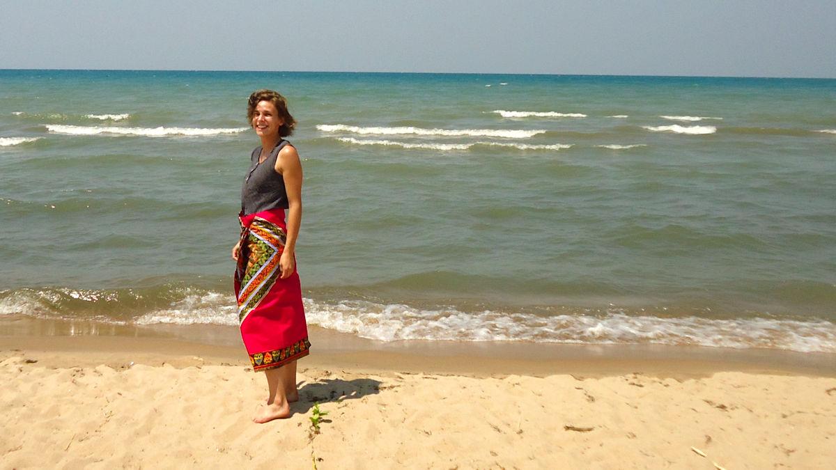 Ich denke, an meinem Gesichtsausdruck seht ihr, wie es mir bisher hier gefällt. Ich finde das Leben, die Menschen, denen wir begegnet sind, den Lake Malawi, Nsima und natürlich mein neues Tuch einfach toll.