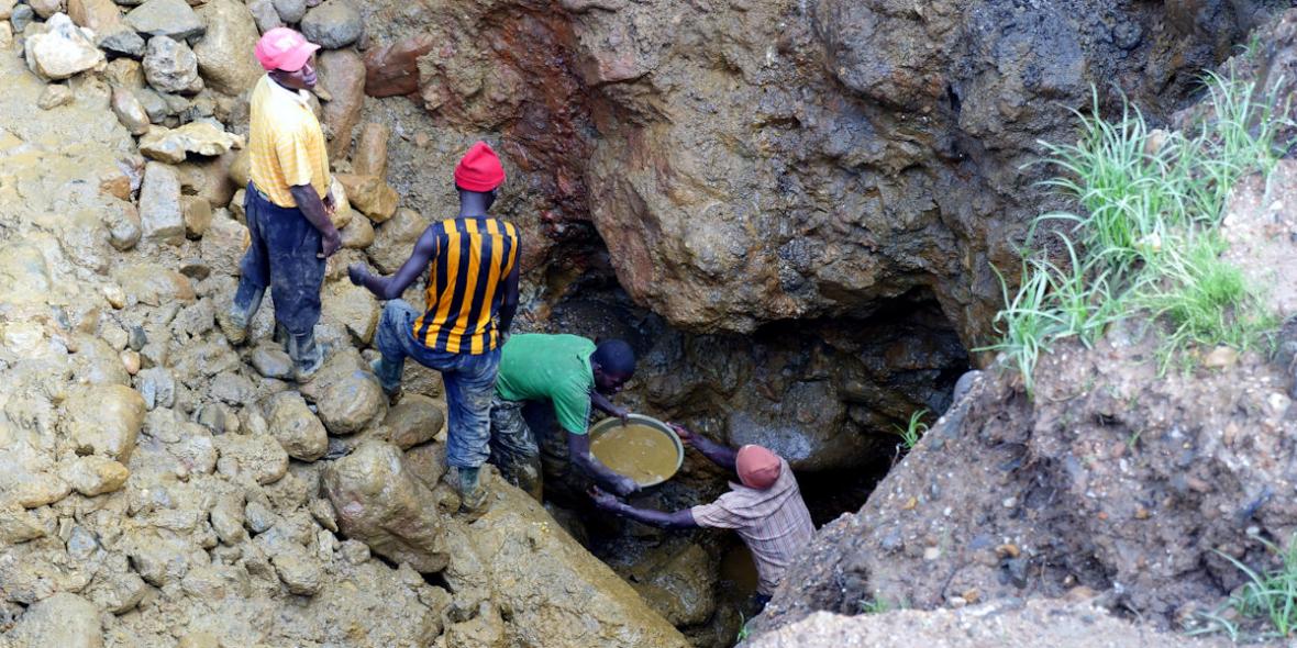 Im Kongo bedeutet der Abbau von Coltan für Handys und Elektrogeräte für Millionen Menschen Gewalt, Bürgerkrieg und Umweltzerstörung.© Roland Brockmann