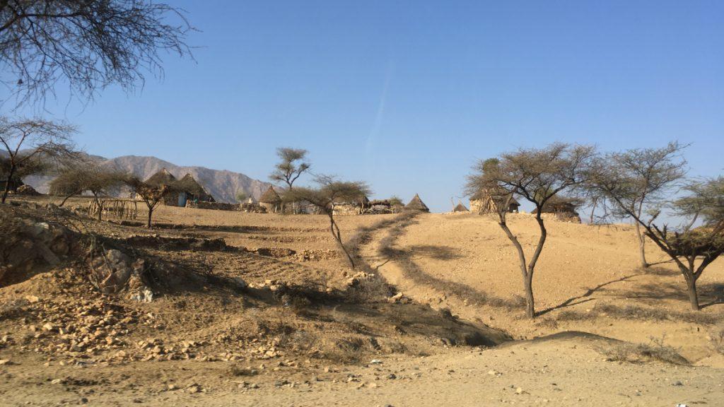 Nach dem Krieg steht das Land Eritrea vor neuen Bedrohungen: der rapide fortschreitende Klimawandel beschert dem Land in immer kürzeren Abständen verheerende Dürren, die die Zukunft der ohnehin schon bitterarmen ländlichen Bevölkerung massiv gefährden. © Peter Meiwald I MISEREOR