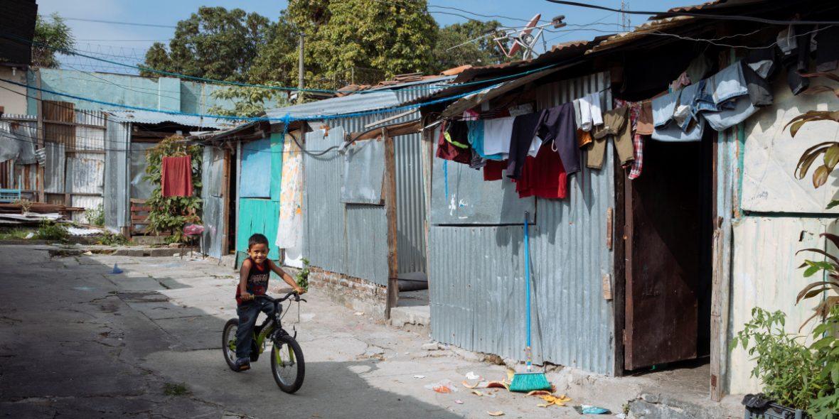 Armenviertel in San Salvador in El Salvador. © Schwarzbach | MISEREOR