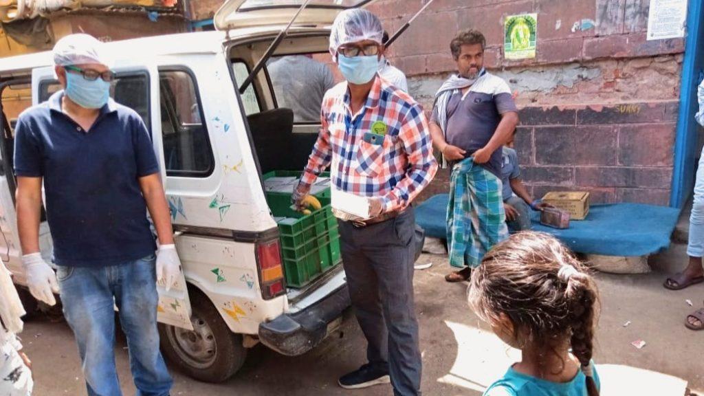 Die Butterflies-Kinder ließen nicht locker und erhielten schließlich eine Ausnahmegenehmigung von den Behörden zur Verteilung von Lebensmitteln