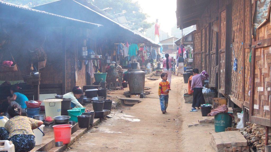 Die MISEREOR-Partnerorganisation Metta führt Präventionsmaßnahmen in Flüchtlingslagern durch