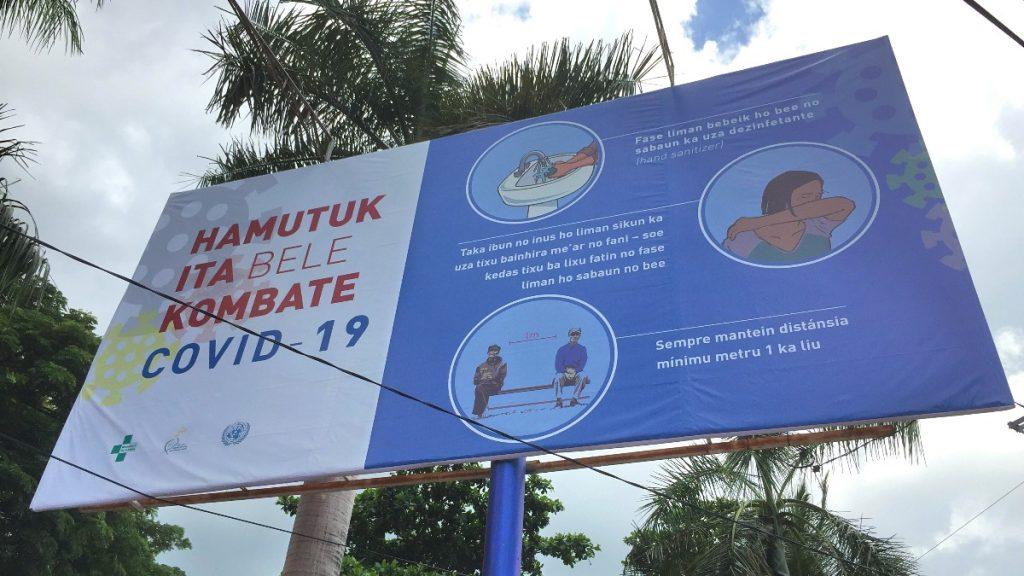 Kampf gegen COVID-19 in Timor-Leste mit großflächigen Straßenbannern wird auf die Gefahren hingewiesen
