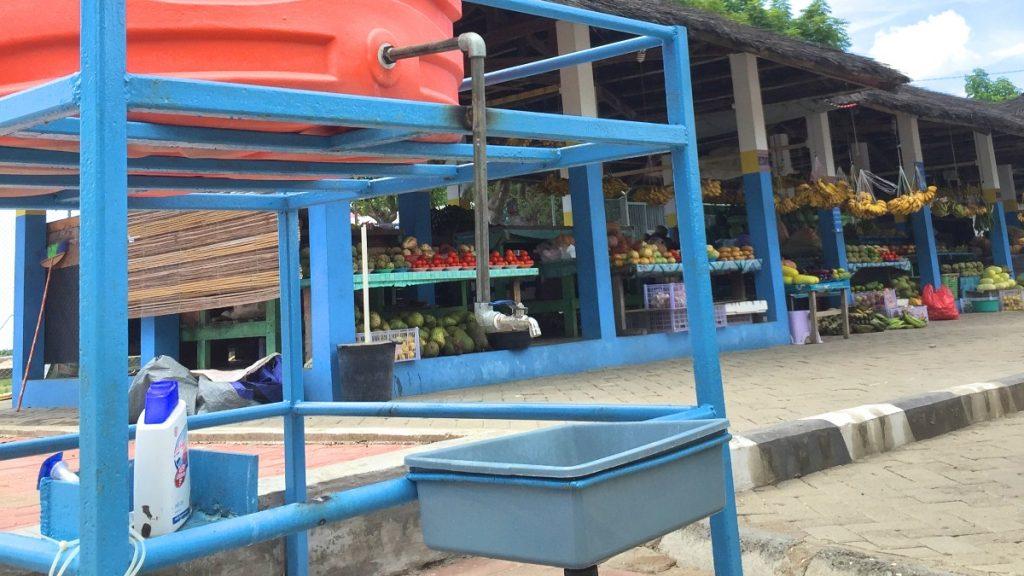 Öffentliche Waschstelle am Obst- und Gemüsemarkt in Dili