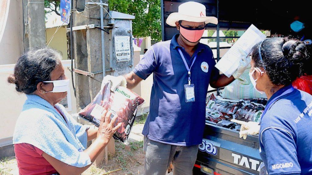 MISEREOR-Partnerorganisation National Peace Council unterstützt besonders schwer betroffene Menschen mit Lebensmittelpaketen und Schutzmasken