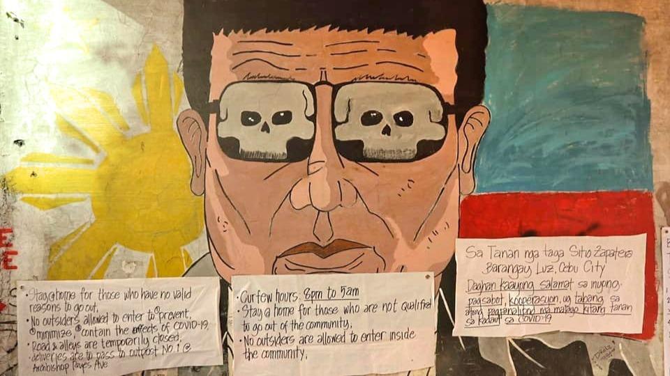 Auf Plakaten wird auf die Ausgangssperre hingewiesen: Die Stadt Cebu steht seit dem 14. März unter einem Lockdown.