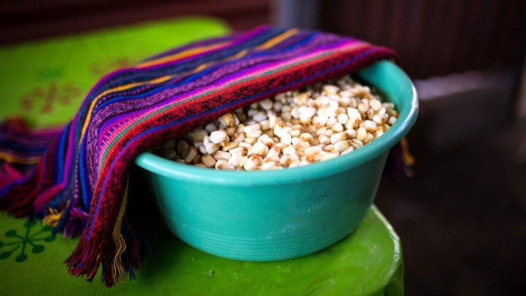 """Grundnahrungsmittel Mais: """"Die Bischofskonferenz hat die Initiative """"Gebt Ihr ihnen zu essen"""" ins Leben gerufen und wir wollen den christlichen Gemeinden die Botschaft vermitteln, dass wir uns gegenseitig helfen können."""""""