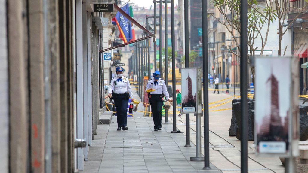 Sicherheitskräfte stellen insbesondere in den Ballungszentren wie Mexiko-Stadt sicher, dass die Menschen sich nicht unkontrolliert auf der Straße aufhalten
