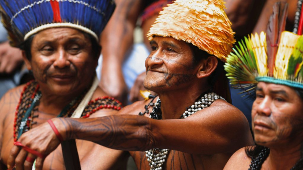 Chiefs der Munduruku bei einer Protestkundgebung gegen den brasilianischen Präsidenten Bolsonaro