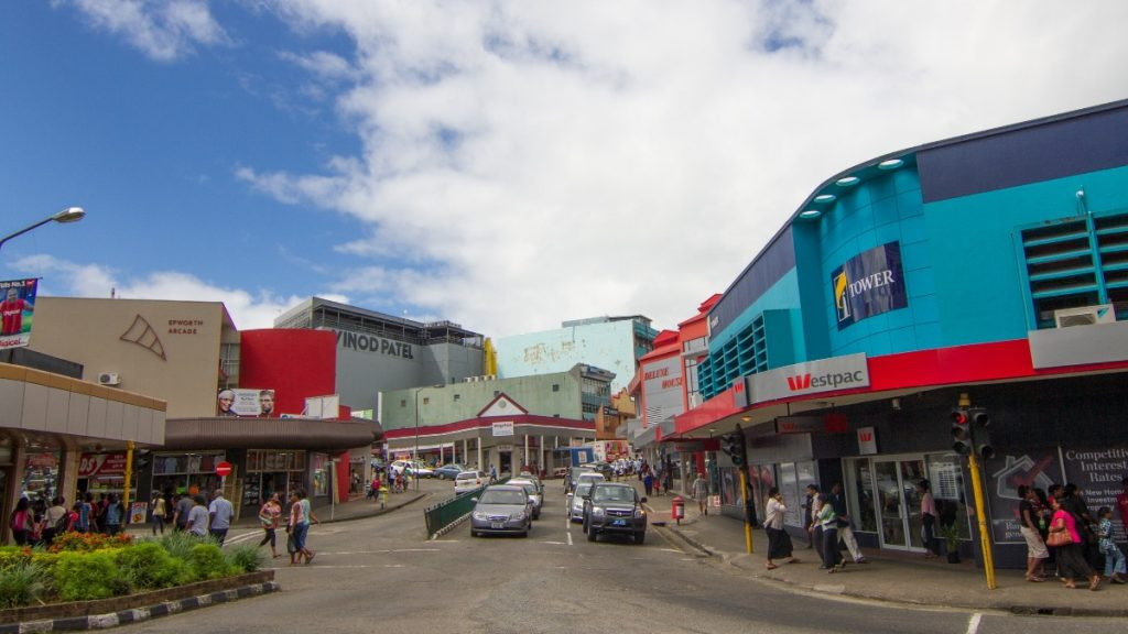 Wirtschaftlich ist  der Inselstaat Fidschi abhängig von der Landwirtschaft und dem Tourismus, der in der Corona-Krise komplett zum Erliegen gekommen ist