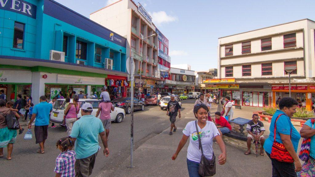 Im Großraum Suva, Hauptstadt Fidschis, leben etwa 176.000 Menschen, deren Versorgung mit frischen Waren wie Gemüse und Obst durch den Lockdown eingeschränkt wurde