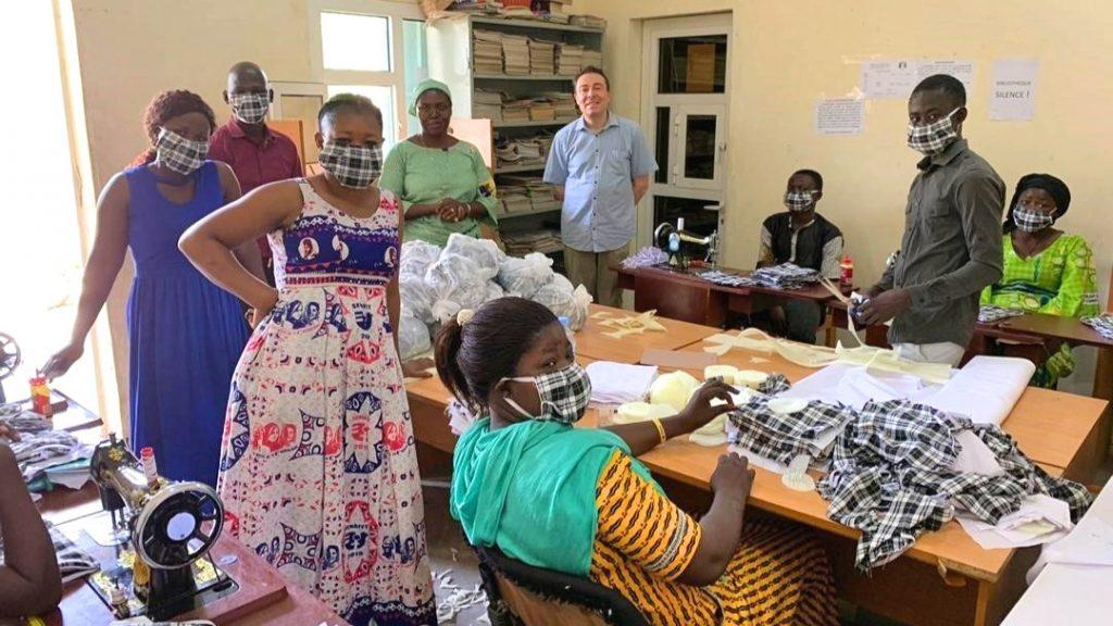 Corona-Maskenproduktion in der Gemeinde Sainte Famille de Dembé von N'Djamena im Tschad