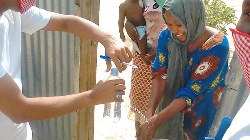 Händewaschen in Corona-Zeiten im Tschad