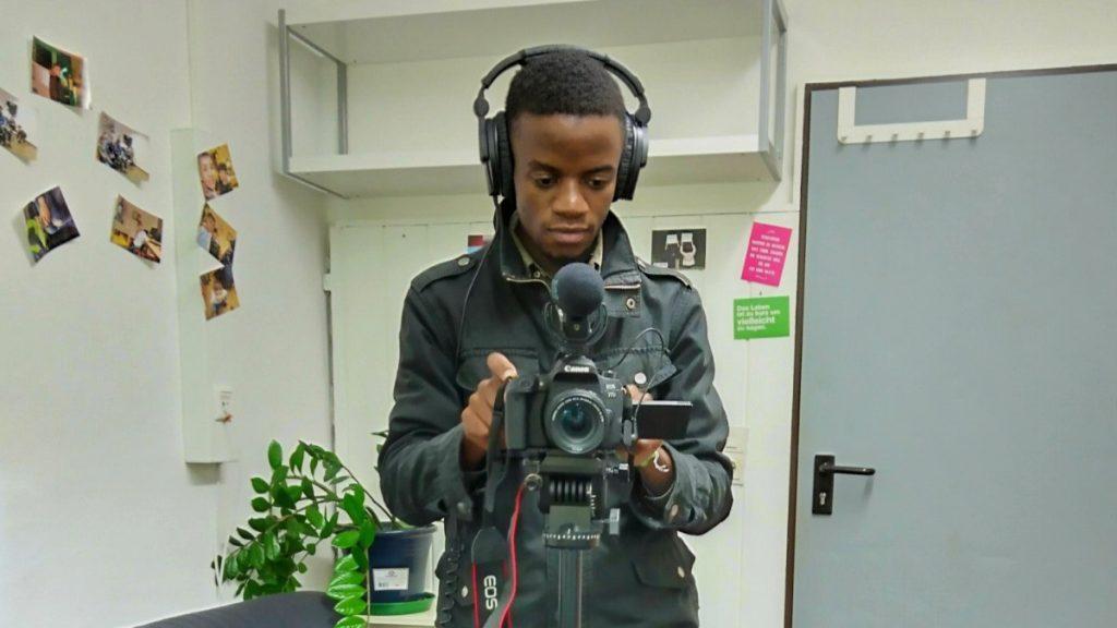 """Wesley, 25 Jahre, aus Sambia, ist angehender Journalist: """"Ich möchte fürs Fernsehen arbeiten, weil Medien eine große Rolle dabei spielen, über die Welt auf unterschiedliche Weise zu informieren und aufzuklären."""""""