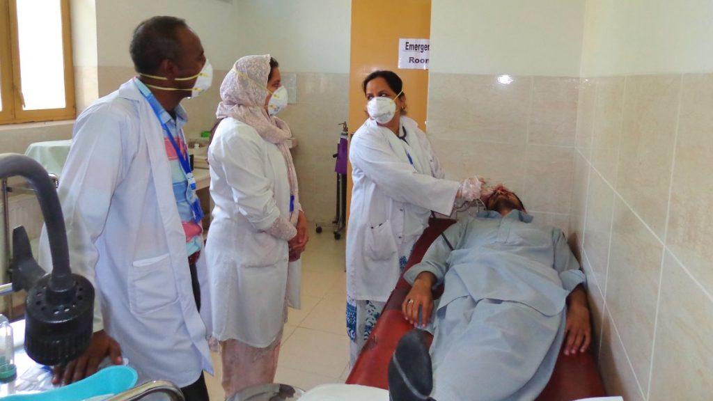 Behandlung von Augenpatienten in Pakistan zu Corona-Zeiten