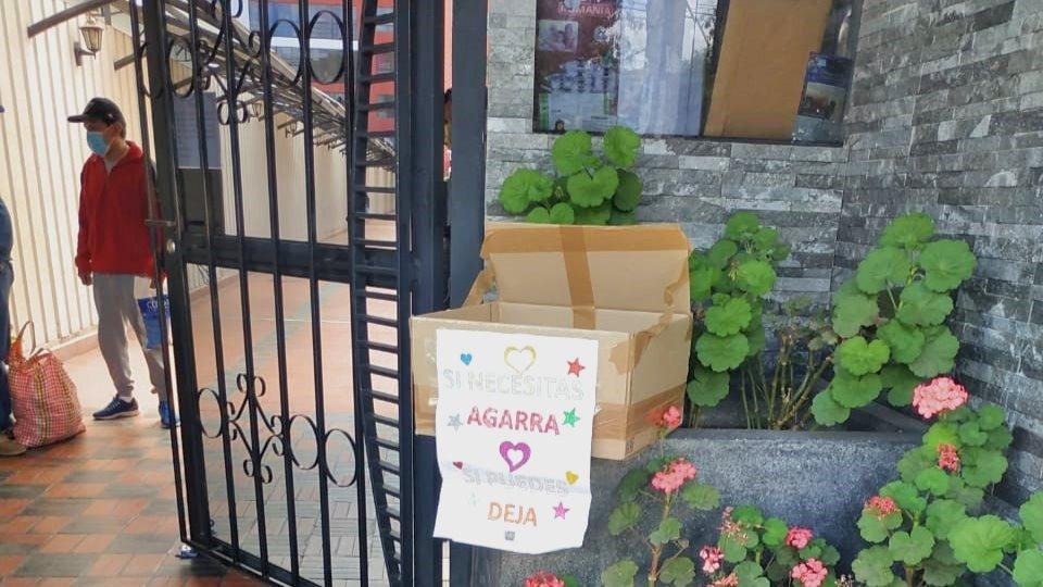 """""""Geben-und-Nehmen""""-Kartons in Cusco"""