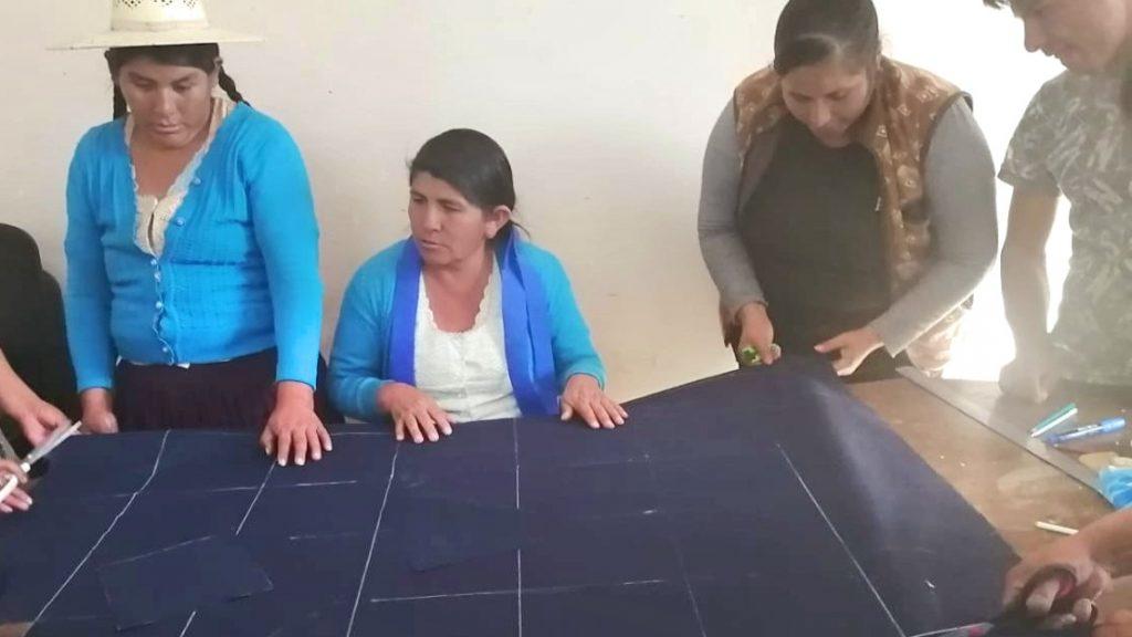 Herstellung von Corona-Schutzmasken in Bolivien