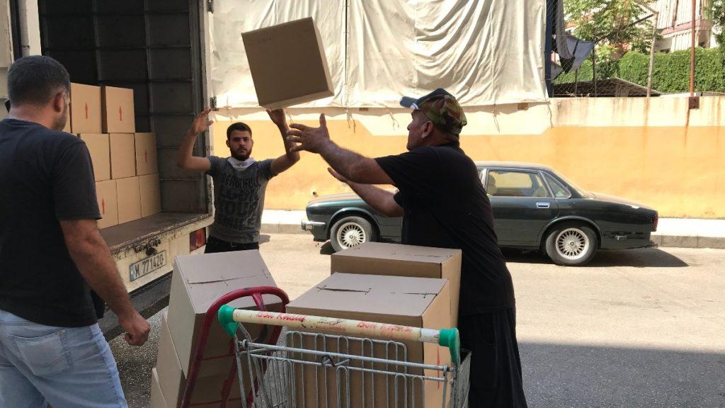 Verteilung von Lebensmittelpaketen in Beirut