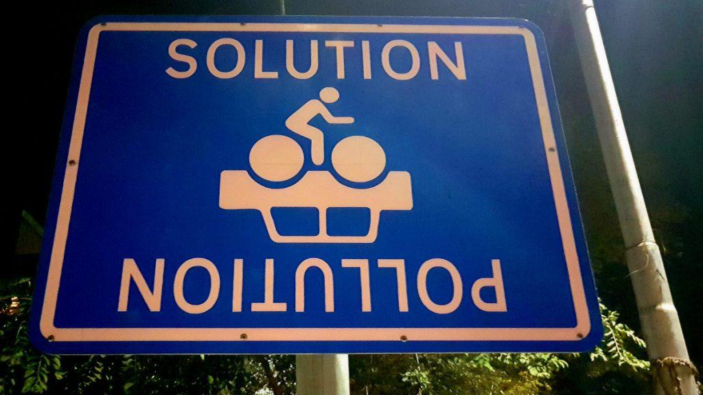 Verkehrsschild Delhi Pollution Solution