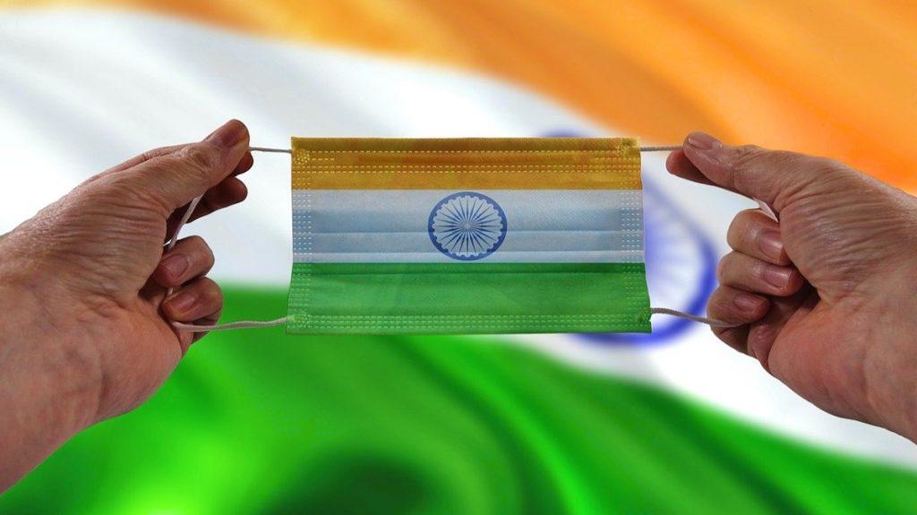 Mund-Nasen-Schutz mit indischer Flagge