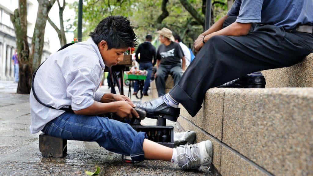 Guatemala Kinderarbeit Schuhputzer